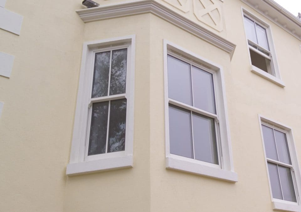 Double glazed windows in bedford and milton keynes for Sash double glazing
